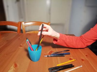 Attività funzionali: penne nel portapenne