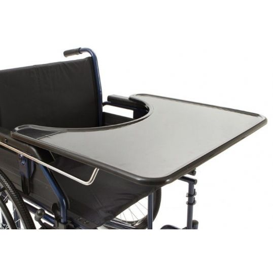 carrozzina per il paziente emiplegico: il tavolino